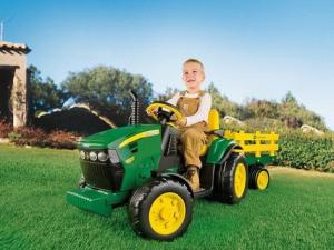 John Deere Ground Force s vlekem